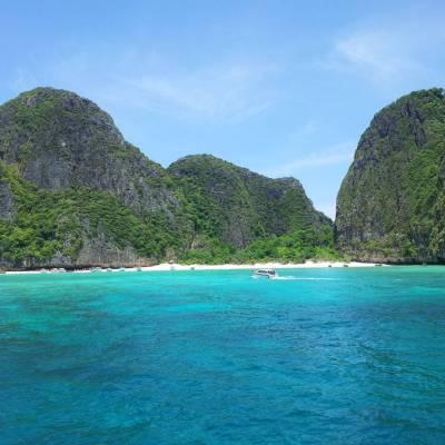 Phi Phi Island scuba diving 3 dive day trip-Phuket dive tours