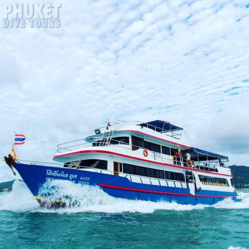 Phi Phi scuba diving day trip from phuket