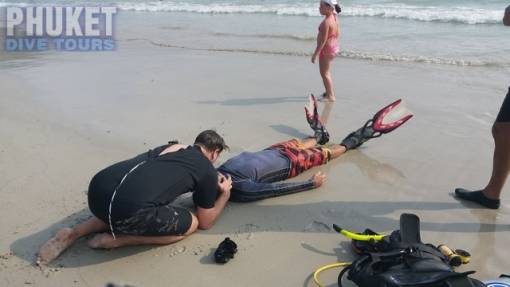 Rescue diver student performing rescue breathing to the unconscious victim