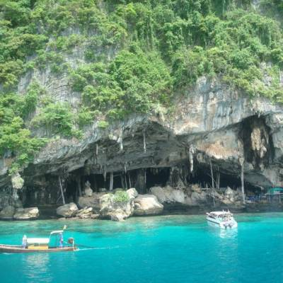 Phi Phi snorkelling day trip tours with Phuket Dive Tours