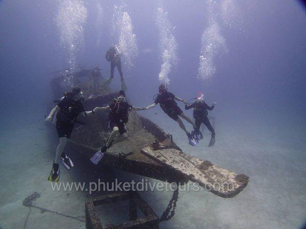Racha yai scuba diving - Wreck diving at Racha Yai Phuket