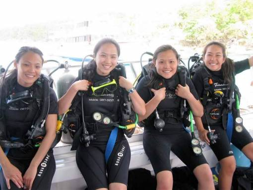 open water students learning to dive in phuket