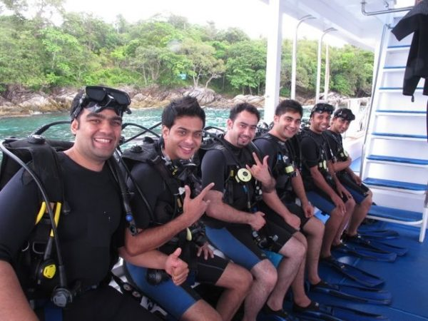 Padi Discover Scuba diving Courses Phuket Students learning to scuba dive